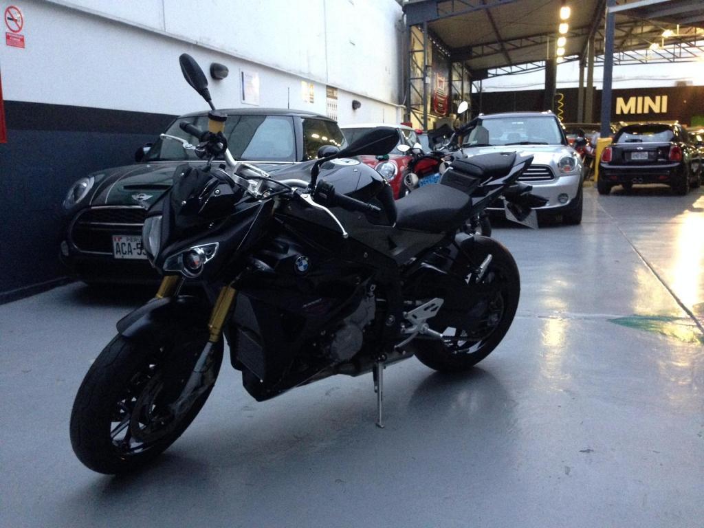 Moto BMW S1000r 2015