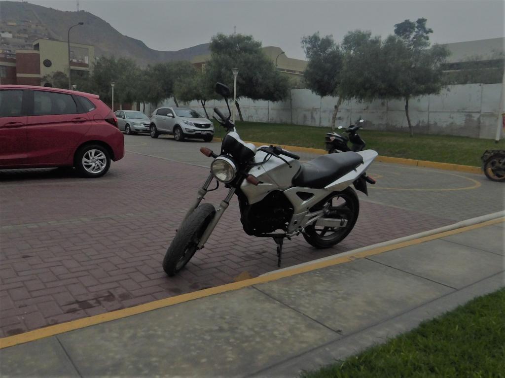VENDO MOTOCICLETA HONDA TWISTER CBX 250 cc