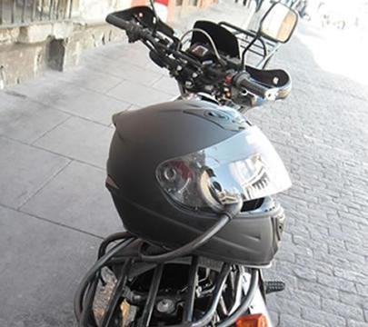 Vendo mi moto XL 250, marca SUMO, incluido su casco