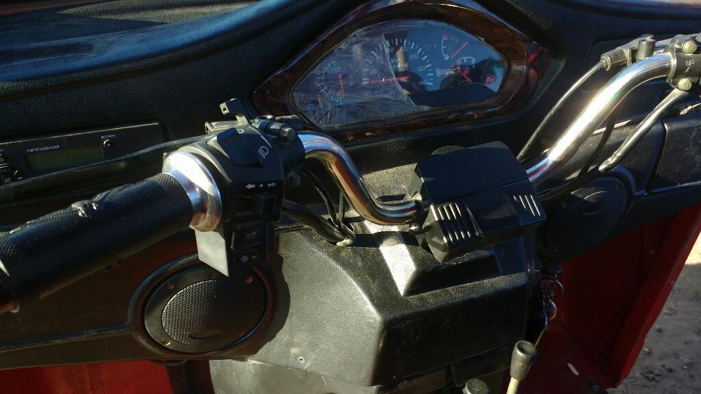 Vendo Un Jorgo Rojo Motor 300 de Dos Mes