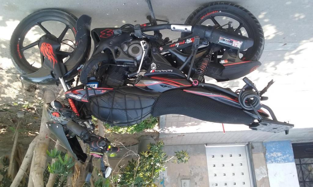 Moto bajaj xcd 125 2010 tuneada