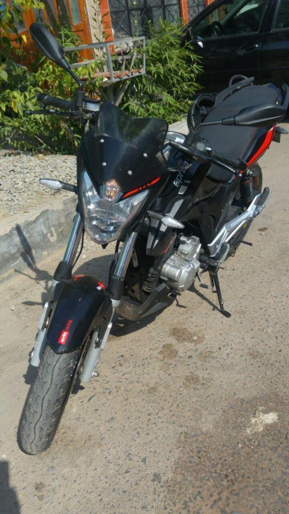remato mi moto aprilia 150cc