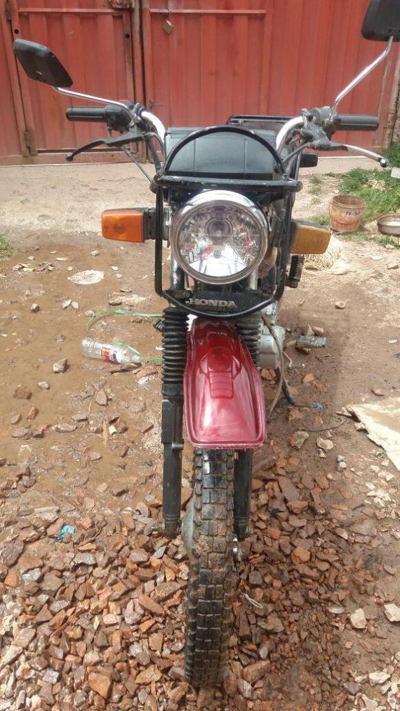 vendo moto CGL 125 honda año 2011 con tarjeta y placa en juliaca