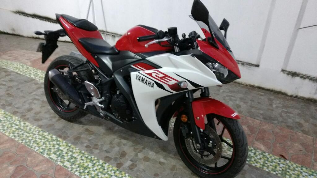 Moto Yamaha R3 Deportiva
